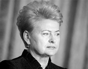 Враги Грибаускайте, возмущенные авторитарным стилем ее правления, решили сделать президента «хромой уткой» и вышвырнуть из литовской политики