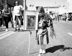Шествие на Тверской позволяет ощутить связь времен и поколений