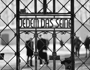 «Каждому свое» – надпись на входе в нацистский лагерь смерти Бухенвальд