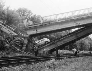 Украинские диверсанты впервые взорвали мост в глубине территории непризнанных республик