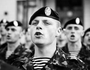 Многим украинским десантникам их традиционные черные береты оказались дороже карьеры