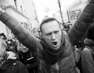 Блогер Алексей Навальный публично призывал к усилению санкций против России, и теоретически в будущем за подобное может грозить тюремный срок