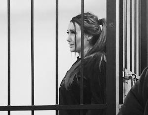 Кира Майер в зале суда