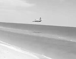 Украинский Су-25 учился на пляже с отдыхающими противостоять потенциальному противнику