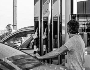 В обмен на снижение акцизов нефтяников заставили залить Россию бензином