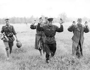 По официальным данным, в немецкий плен попало более 4,5 млн советских солдат и офицеров