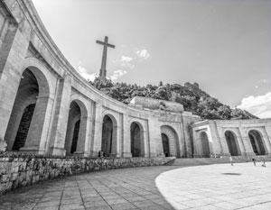Мемориал «Долина павших». Может показаться, что Испания по сей день чтит своего диктатора