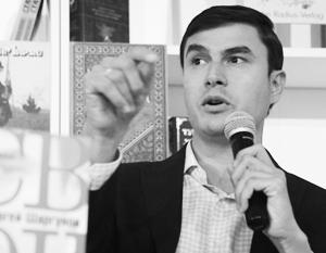 «Свои» – это те, кого сажают на Украине, кого убивают в Донбассе», – подчеркивает Шаргунов