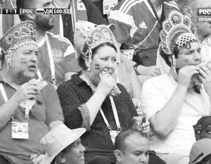 Футбольные фанаты выбрали кокошники как символ России