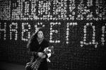В центре Москвы арт-группа «Люди» выстроила стену из цветов «Россия навсегда». Смысл акции – призвать ухаживать за Россией, как за цветами. Организаторы акции не скрывают, что она приурочена к годовщине избрания Владимира Путина президентом России и к приходу весны