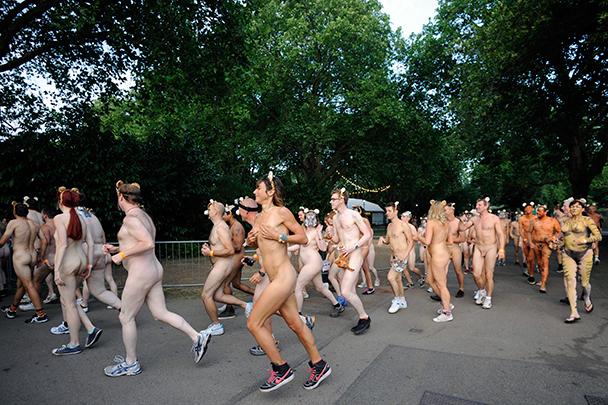 Фото голые девочки на улице фото 710-270