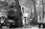 Несколько десятков человек пострадало при драматическом ДТП в столице Великобритании – один из знаменитых лондонских двухэтажных автобусов врезался в дерево. Причиной ДТП стала попытка водителя автобуса избежать столкновения с другим автомобилем