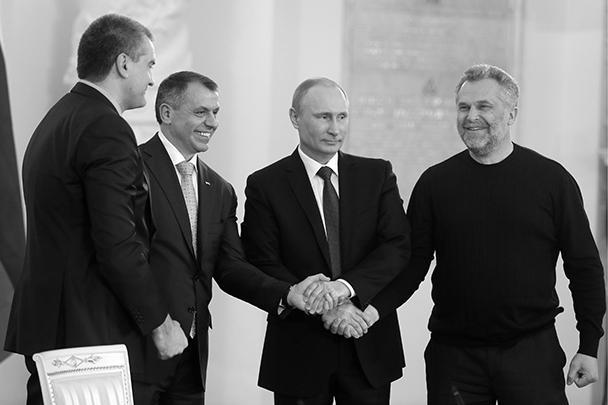 Исторический момент. Руководители Крыма и Севастополя – вместе с президентом России после его речи, посвященной воссоединению РФ и Крыма. Теперь они становятся руководителями полноправных субъектов Федерации