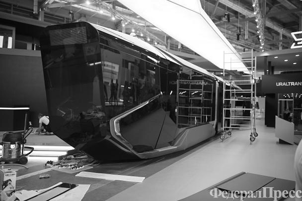 Уралтрансмаш разработал новый трамвайный вагон RUSSIA ONE (R1). Он оснащен кондиционером, GPS- и ГЛОНАСС-навигаторами, Wi-Fi, современной аудиосистемой и антибактериальными поручнями. Производство трамвая начнется через год. В некоторых городах уже проявили интерес к новой разработке