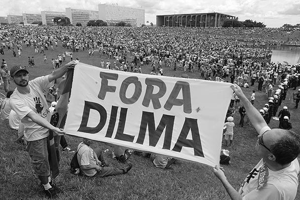 Больше миллиона бразильцев вышли на общенациональные демонстрации с требованиями об объявлении импичмента президенту Дилме Руссефф. Акции протеста проходили на фоне ухудшения экономической ситуации в стране, а также крупного коррупционного скандала вокруг государственной нефтяной компании Petrobras