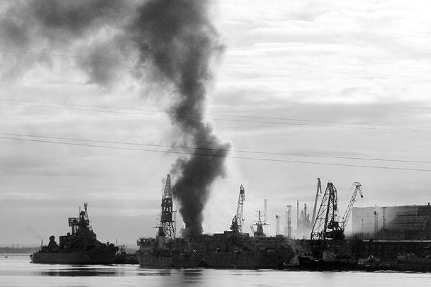 На атомной подводной лодке «Орел», находящейся на судоремонтном заводе в Северодвинске, произошел пожар. Причиной пожара стало проведение сварочных работ с нарушением техники безопасности. Основным предназначением субмарин такого типа является нанесение ударов по авианосным группам флотов НАТО