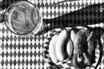 Канцлер ФРГ выложила в Instagram фото завтрака, который ей и Бараку Обаме приготовили баварские повара перед саммитом G7. Немцы накормили президента США пивом, сосисками и кренделями. Снимок сделан в замке Эльмау, где проходит встреча «семерки»