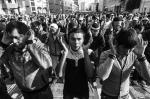Тысячи мусульман собрались на проспекте Мира у Соборной мечети, чтобы отметить Ураза-байрам, праздник разговения после долгого месяца поста Рамадан. Мусульмане занимали места у мечети с трех часов ночи