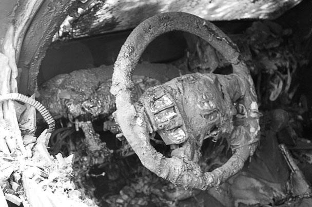 У места проживания наблюдателей ОБСЕ в Донецке были сожжены три бронеавтомобиля миссии ОБСЕ, еще одна машина сильно повреждена и еще три частично пострадали от огня. В МВД ДНР не исключают, что провокация – дело рук украинских спецслужб.<br>Полпред ДНР на переговорах контактной группы в Минске Денис Пушилин уверен, что провокация в адрес сотрудников ОБСЕ была направлена на сворачивание работы миссии в Донбассе.<br>Сами сотрудники Специальной мониторинговой миссии (СММ) ОБСЕ отмечают: «Есть те, кто, по-видимому, хочет, чтобы ОБСЕ перестала докладывать о том, что происходит в Донецке»