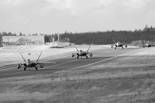 Впервые в истории Соединенные Штаты перебазировали истребители пятого поколения F-22 на территорию Европы, на одну из германских авиабаз. Как официально заявляется, это сделано для обеспечения безопасности американских союзников, подразумевая «российскую угрозу»