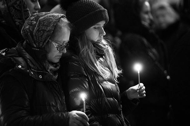 В Исаакиевском соборе в Санкт-Петербурге прошла панихида по жертвам катастрофы российского самолета А321 в Египте, также состоялась акция «Час памяти». В церемонии принял участие и мэр города Георгий Полтавченко. Колокол Исаакиевского собора ударил 224 раза в память о пассажирах А321. В катастрофе погибла и сотрудница музея вместе со своей 13-летней дочерью