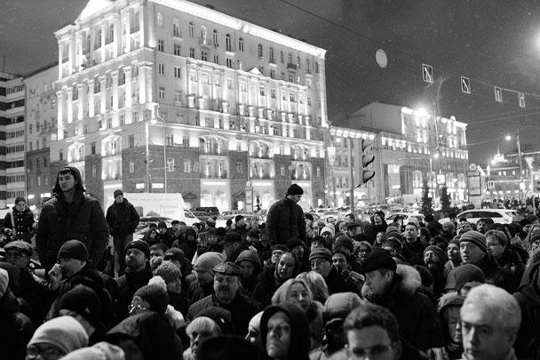 На Пушкинской площади в центре Москвы прошел так называемый общегородской сход против расширения зоны платной парковки. Мероприятие посетили более 3 тыс. человек, которые требовали пересмотра политики увеличения числа платных стоянок и отставки Ликсутова