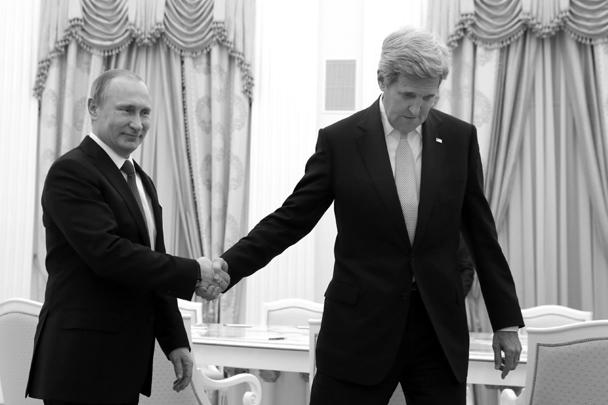 Встреча президента Владимира Путина с прибывшим в Москву госсекретарем США Джоном Керри должна закрепить понимание того, что позиции Москвы и Вашингтона по Сирии и Украине должны сблизиться.<br>«Мы всегда рады вашим визитам, потому что они всегда дают шансы на продвижение в решении серьезных вопросов», – заверил Путин по завершении встречи с Керри.<br>Керри в ответ отдал должное сотрудничеству США и России в Сирии, «как военному, так и политическому, было приложено много усилий». Глава Госдепа добавил, что народ Сирии «в результате этих усилий буквально смог попробовать на вкус, почувствовать, услышать запах тех возможностей, которые связаны с этим прекращением огня».<br>Как замечают эксперты, за исходом переговоров Керри и Путина пристально следили спецпосланник ООН по Сирии Стаффан де Мистура и все участники женевских межсирийских переговоров, будущее которых решается не в Женеве, а в Москве