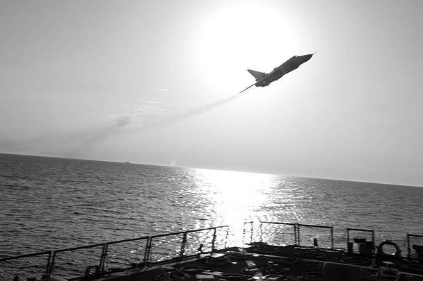Российский Су-24 пролетел над американским эсминцем «Дональд Кук», который проводил учения в международных водах Балтийского моря. Американцы уже заявили об угрожающем поведении России, хотя в Москве пояснили появление российской авиации вблизи эсминца
