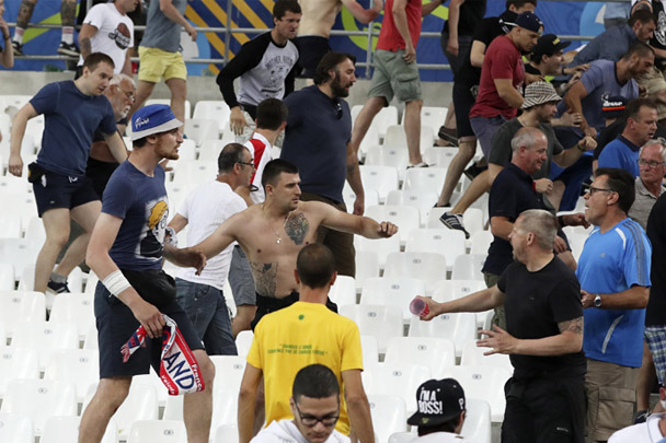 Из-за драк болельщиков сборной России грозят неприятности.