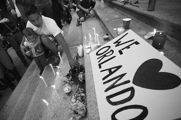 Бойня в гей-клубе в Орландо поставила скорбный рекорд по числу жертв массовой стрельбы за всю американскую историю. 50 человек погибли и 53 ранены. Убийцей оказался Омар Матин, родившийся в семье выходцев из Афганистана. ИГИЛ уже объявило его «воином халифата» в Америке