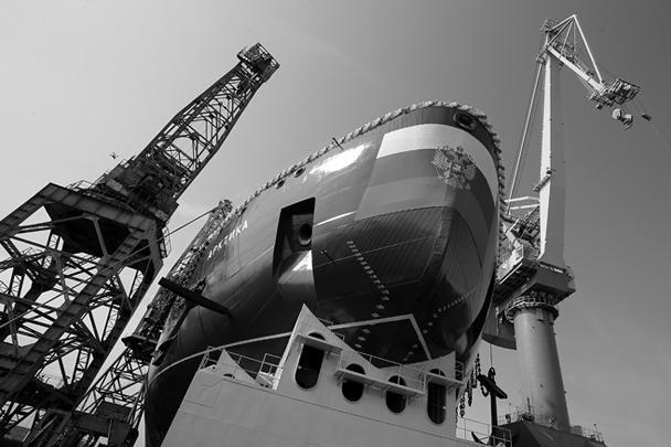 Самый мощный и не имеющий аналогов в мире атомный ледокол «Арктика» спустили на воду на Балтийском заводе в Санкт-Петербурге. Спуск на воду – один из самых важных этапов в строительстве корабля