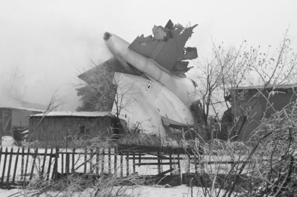 Грузовой самолет Boeing 747, следовавший рейсом Гонконг–Бишкек, рухнул рядом с аэропортом Манас на поселок Дача-Суу вблизи столицы Киргизии. Жертвами авиакатастрофы стали по меньшей мере 37 человек, более 30 домов разрушены