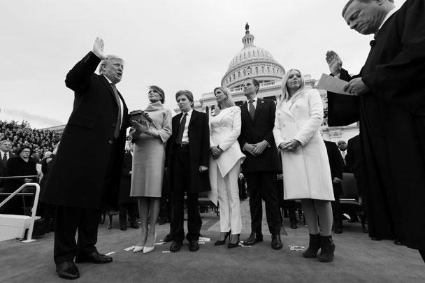 Дональд Джон Трамп принял присягу в качестве президента Соединенных Штатов Америки, став 45-м главой государства. 70-летнего политика и миллиардера привел к присяге председатель Верховного суда США Джон Робертс
