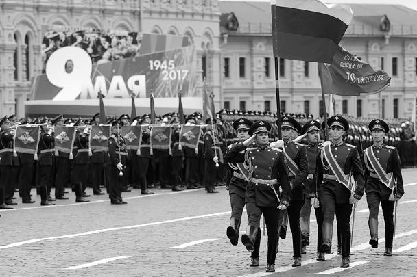 Парад по случаю 72-й годовщины Победы в Великой Отечественной войне состоялся в Москве, в нем участвовали более 10 тыс. военных, 114 единиц техники и 72 вертолета и самолета. В начале парада гвардейцы Преображенского полка вынесли на Красную площадь флаг России и Знамя Победы