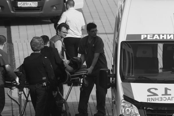 Фигуранты дела «банды ГТА» сумели обезоружить конвой и попытались сбежать из здания Московского областного суда. Завязался бой с Росгвардией. В результате трое бандитов были убиты, еще двое получили ранения. Также пострадали конвоиры и боец Росгвардии