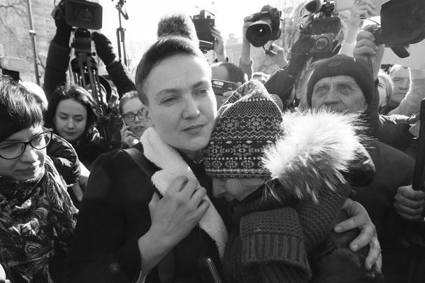 """Верховная рада лишила депутата Надежду Савченко неприкосновенности, после чего ее задержала СБУ. Напомним, в России ровно два года назад – 22 марта 2016 года – суд приговорил Савченко к 22 годам лишения свободы. Похоже, число """"22"""" играет важную роль в жизни Савченко"""