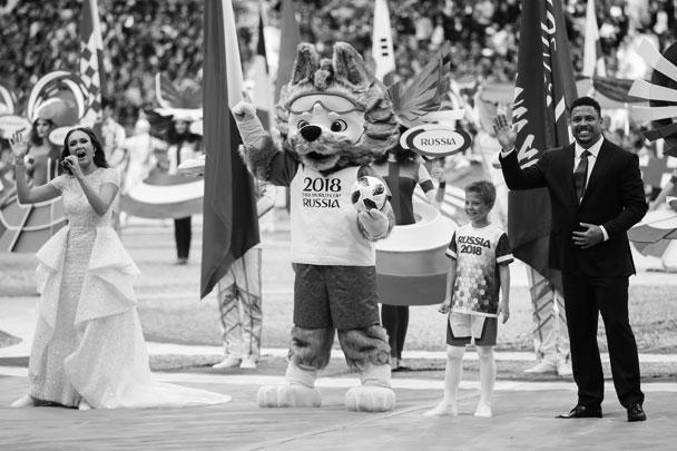 Церемония открытия ЧМ-2018 началась в 17.30 мск. В ней принял участие талисман турнира волк Забивака, а также знаменитый бразильский форвард Роналдо