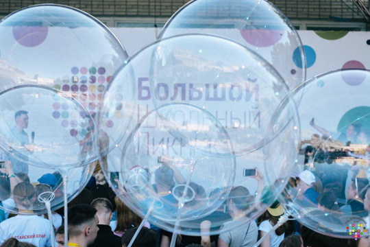 Лучшие школьники России проводят пикник в Москве