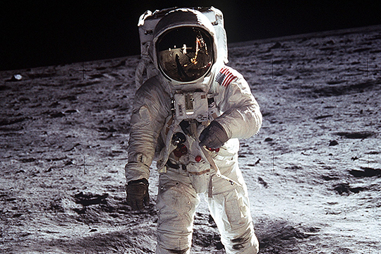 СК: Россия готова помочь США расследовать пропажу видео полета на Луну
