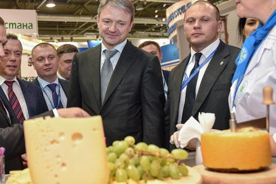 Фальсификаты заставили россиян отказаться от сыра
