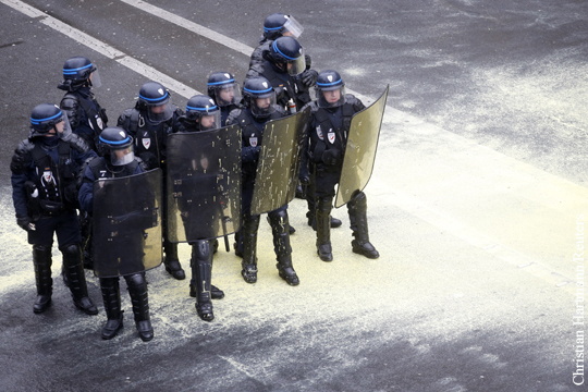 Беспорядки начались в Париже после выступления Олланда