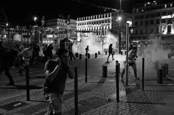 После матча столкновения российских и английских фанатов продолжились в старом порту Марселя