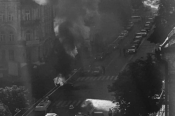 Автомобиль журналиста взорвался утром в среду, 20 июля, когда Павел Шеремет выехал из дома в центре Киева и проехал несколько десятков метров