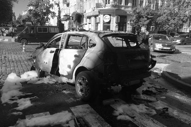 Президент Украины Петр Порошенко уже назвал произошедшее «ужасной трагедией». «Шок, других слов нет», – написал президент в своем Twitter и выразил соболезнования родным погибшего