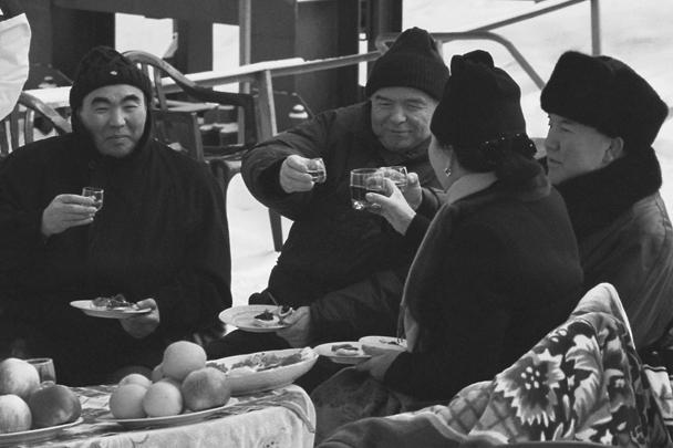 В 2001 году на горнолыжной базе Чимбулак по приглашению президента Казахстана Нурсултана Назарбаева отдыхали президенты Киргизии и Узбекистана Аскар Акаев (крайний слева) и Ислам Каримов (в центре). Они прибыли сюда из Алма-Аты после саммита Центральноазиатского экономического сообщества. Назарбаев (справа) был с супругой Майрам