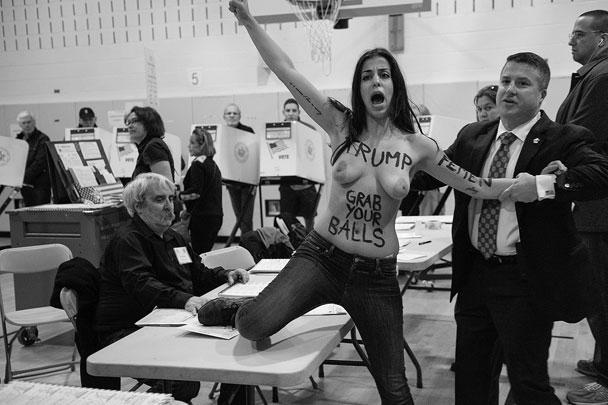 Участницы группы Femen устроили традиционную «акцию протеста» на избирательном участке, где должен был проголосовать Трамп. К Хиллари Клинтон хулиганки относятся более чем лояльно – в 2010 году Femen провели в Киеве акцию «Хиллари, помоги!», где обращались к тогдашнему госсекретарю с просьбой «защитить от Януковича» и «помочь с обеспечением прав женщин на Украине»