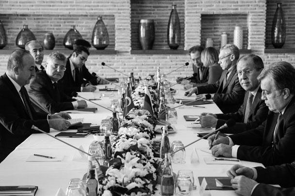 Андрей Карлов (крайний справа) вместе с Сергеем Лавровым во время визита главы МИД РФ в Турцию 1 декабря 2016 года