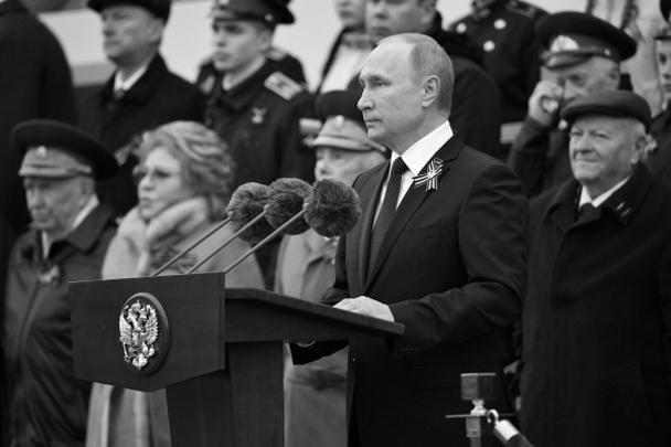 Президент – Верховный главнокомандующий вооруженными силами России Владимир Путин выступал перед началом парада