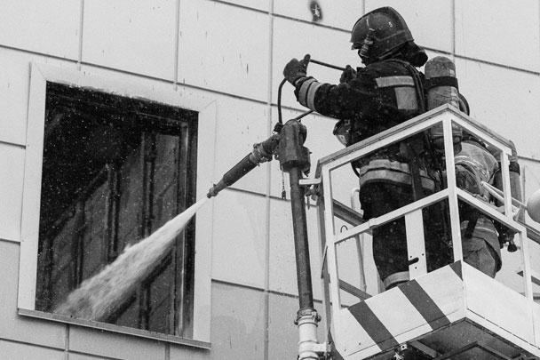 Глава МЧС России Владимир Пучков вылетел в Кемерово, чтобы на месте проконтролировать работы по ликвидации последствий пожара