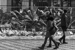 Неравнодушие к трагедии, случившейся в сибирском городе, проявили жители украинской столицы. Люди приносили иконы, цветы и игрушки к зданию российского посольства. Киевляне также оставляли записки с соболезнованиями и словами поддержки родственникам погибших. «Душа болит и плачет! И о детках в Кемерово, и о детках Донбасса», — передает корреспондент РИА ФАН содержание одной из этих записок(фото: Sergii Kharchenko/Zuma/Global Look Press)
